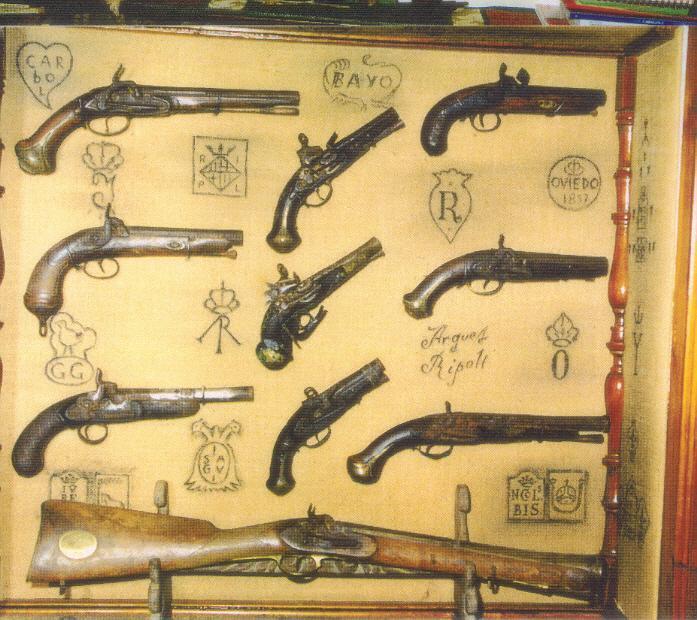 Colecci n de armas antiguas y herramientas del campo de - Herramientas de campo antiguas ...