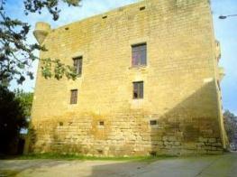 Castell de Montclar exterior_6.jpg