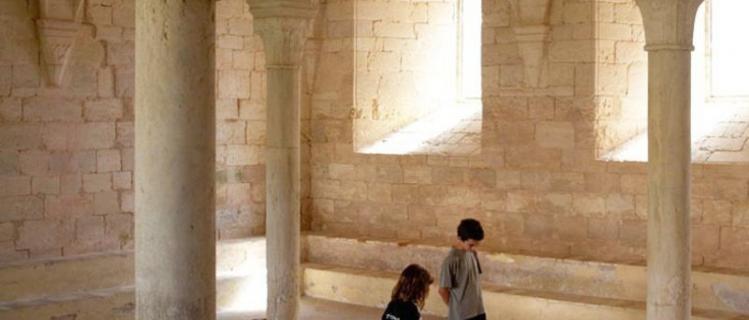 L'últim dissabte de cada mes Mr. Stone i el Misteri de les Tombes de Santes  Creus, una activitat per a famílies